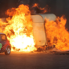 MINI caravan fire by Gav McCarthy - Novices Only Street & Candid