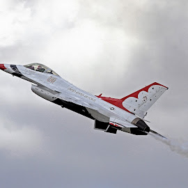 Thunderbirds Lead Solo by Jim Baker - Transportation Airplanes