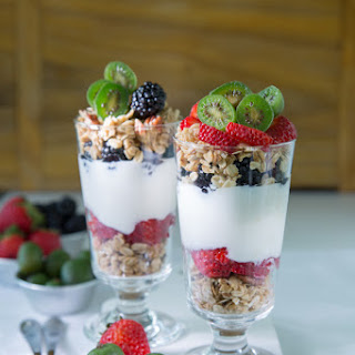 Homemade Granola, Honeyed-Yogurt Berry Parfaits feat. Kiwi Berries