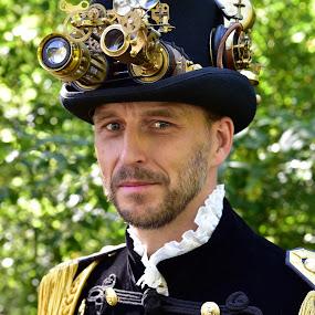 Peter by Marco Bertamé - People Portraits of Men ( fond-de-gras, star, beard, yellow, two eyes, steampunk, golden, portrait, man, hat,  )