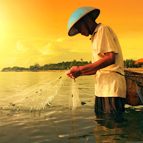 Morning Catch by Alit  Apriyana - News & Events World Events