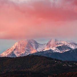 Sunset over Krvavec by Jernej Lah - Landscapes Mountains & Hills ( clouds, sončni zahod, jesen, ljubljana, krvavec, sky, pink sky, sunset, ski resort, snow, bežigrad, pink, stanovanje )