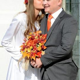 by Larry Chipman - Wedding Bride & Groom