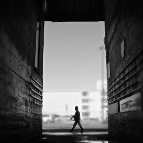 The last man by David Vanveen - People Street & Candids