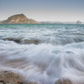 Waves in motion by Michael Yap - Landscapes Waterscapes ( helicopter island, seashore, el nido, waves, beach, island life, palawan )