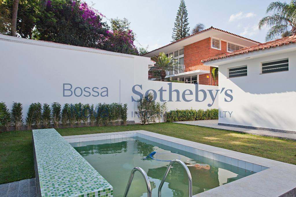 Casa com área externa incrível para locação no miolo dos Jardins