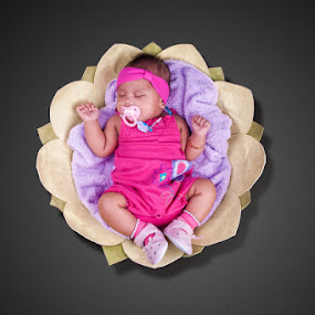 Thumbilina by Elmer Tendero - Digital Art People ( ksa, jeddah, pink, filipino, baby, cute, photography, saudi arabia )
