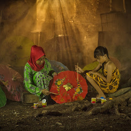 Making Traditional Umbrella by Dikye Darling - People Street & Candids ( girl, woman, umbrella, traditional )