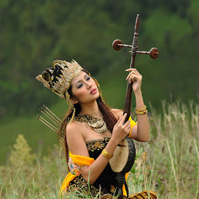 by Agam Omar II - People Musicians & Entertainers