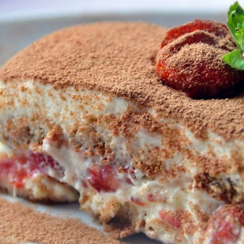 DIET TIRAMISU WITH STRAWBERRIES