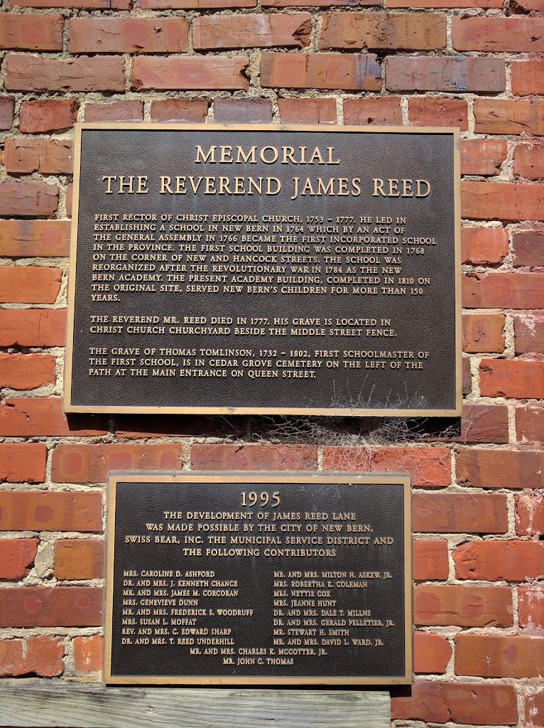 MEMORIALTHE REVEREND JAMES REED FIRST RECTOR OF CHRIST EPISCOPAL CHURCH, 1753-1777. HE LED INESTABLISHING A SCHOOL IN NEW BERN IN 1764 WHICH BY AN ACT OFTHE GENERAL ASSEMBLY IN 1766 BECAME THE ...