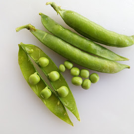 Peas by Farzana Ahmad - Food & Drink Fruits & Vegetables ( peas, mattar, food photography, vegetable, green vegetables, food )