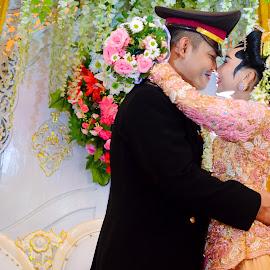 wedding java by Tonot Mugiwara - Wedding Bride & Groom