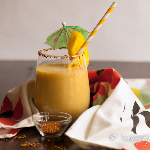 how to make a banana and pineapple smoothie