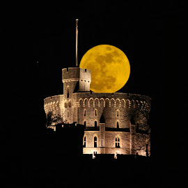 Windsor Castle and the super moon by Reiver Iron - Buildings & Architecture Public & Historical ( illuminated, england, super moon, night, windsor castle, round tower )
