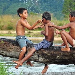 canda ria by Yusrizal Ajay - Babies & Children Children Candids