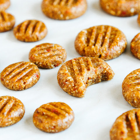 NO-BAKE ALMOND BUTTER COOKIES (WITH GOJI BERRIES)