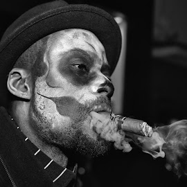Big Smoke by Marco Bertamé - Black & White Portraits & People ( cigar, smoking, face paint, smoke, halloween, hat )