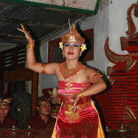 ni luh by Putu Purnawan - People Musicians & Entertainers