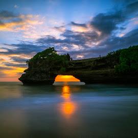 Batu Bolong Temple, Bali by Fuad Arief - Landscapes Waterscapes ( bali, indonesia, batu bolong, landscape photography, tourism, tanah lot )