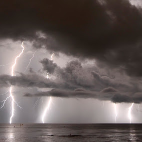 Night storm by Drew Tarter - Landscapes Weather ( lightning, storm, bad weather, weather, thunder )