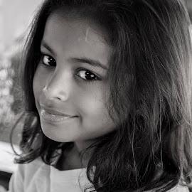 Look by MoonMoon De - Babies & Children Child Portraits