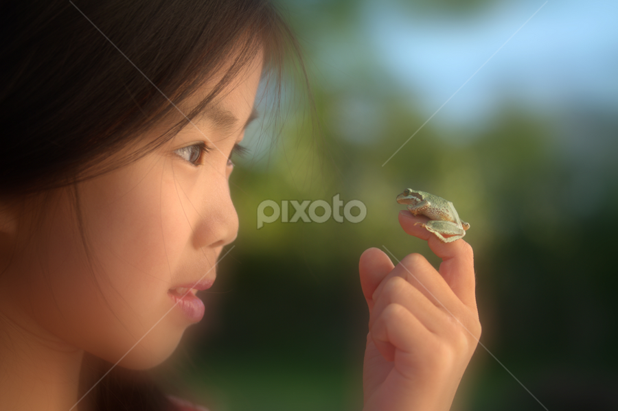 Are you my prince charming by William Lee - Babies & Children Children Candids ( princess, girl, frog, prince, fairy tales, Model, Portrait, Untouched, Unedited, Non-photoshop,  )