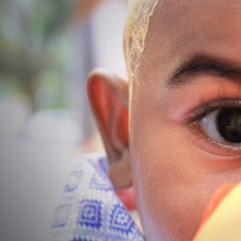 Baby's Eye  by Shathika Vaani - Babies & Children Babies ( cute baby, indian, baby, baby photography, baby boy, world, eyes )