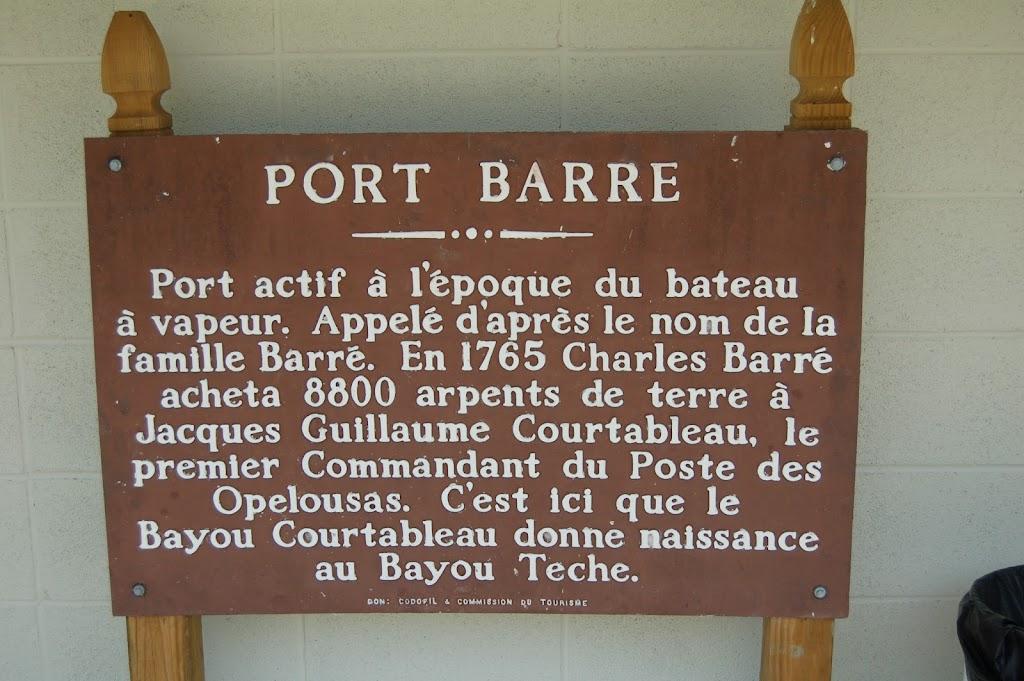 Port actif à l'époque du bateau à vapeur. Appelé d'après le nom de la famille Barré. En 1765 Charles Barré acheta 8800 arpents de terre à Jacques Guillaume Courtableau, le premier Commandant du Poste ...
