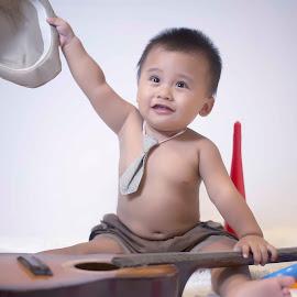 guitar happies by Dedi Triyanto  - Babies & Children Children Candids