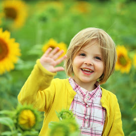 Child and sunflowers by Els Stevens - Babies & Children Child Portraits ( KidsOfSummer )