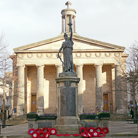 Elgin Town Hall and war memorial. by Thomas Thain - Buildings & Architecture Statues & Monuments