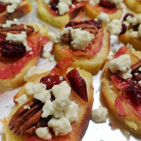 Cranberry Bacon Pecan Crostini with Gorgonzola Appetizer