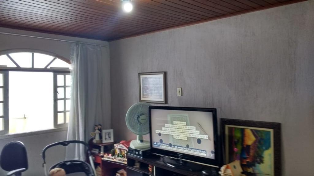 Vende-se Terreno com duas casas em Carapícuiba, ao lado da Inocêncio Seráfico, perto de tudo !