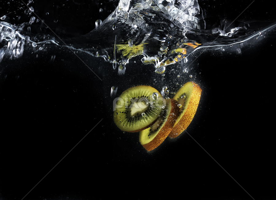 kiwi ... more by Ismed  Hasibuan  - Food & Drink Fruits & Vegetables ( water, foods, kiwi, fruits, bubbles, slice )