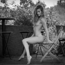Tereza by Reto Heiz - Nudes & Boudoir Artistic Nude ( nude, wooden chair, beautiful, outdoor, nudeart, garden )