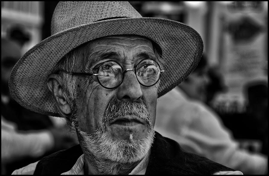Weerspiegeling  by Etienne Chalmet - Black & White Portraits & People ( black and white, street, people, man, portrait,  )