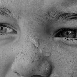 Eys by Patricia Bouchie - Babies & Children Children Candids ( child, black and white, eyes )