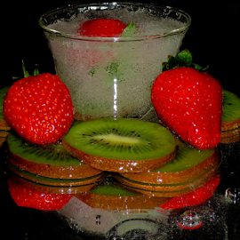 kiwi with the strawberry by LADOCKi Elvira - Food & Drink Fruits & Vegetables ( fruits )