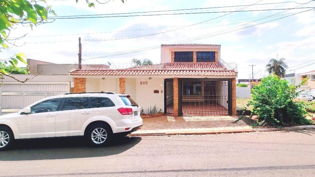 Casa com quartos para Alugar, 312 m²