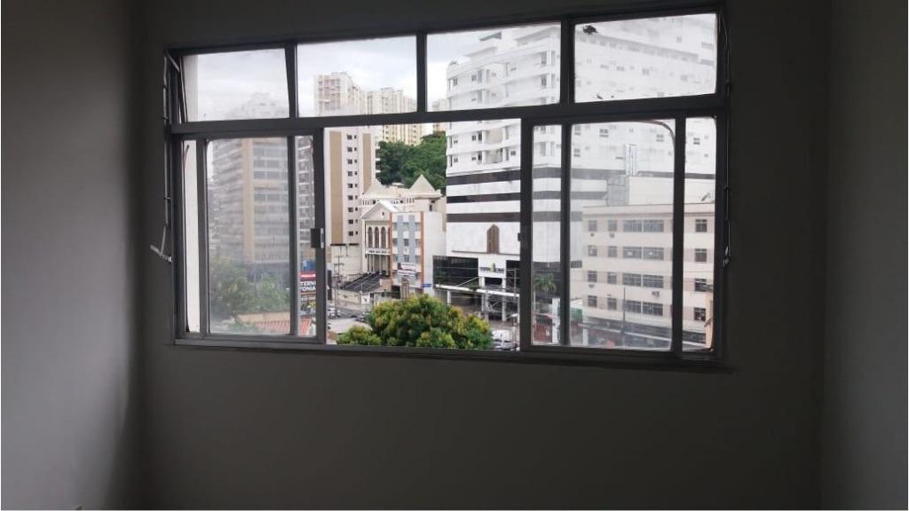 Apartamento Centro, Vazio, Junto todo transporte, Próximo Supermercados Guanabara, Sala, 1 Quarto, Banho Social, Cozinha e Área de Serviço.