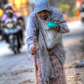 Nenek by Ab Photowork's - People Street & Candids
