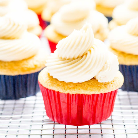 Classic Vanilla Cupcakes with Vanilla Buttercream Frosting