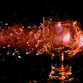 execution of a beer glass by Stephen  Barker - Artistic Objects Other Objects