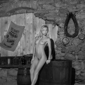 bathtub by Carl0s Dennis - Nudes & Boudoir Artistic Nude ( nude, indoor, bathtub,  )