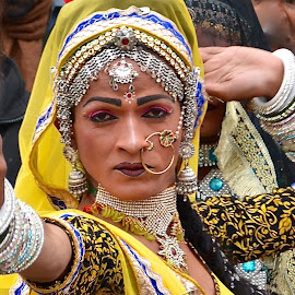 MALE CROSSDRESSING DANCER IN INDIA by Doug Hilson - People Musicians & Entertainers