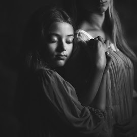 friendship by Danuta Czapka - Black & White Portraits & People ( natural light, black and white, children, photography, portrait,  )