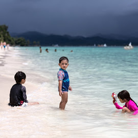 Coming Storm by Patrice Laborda - Babies & Children Children Candids ( sand, sea, pink, beach, kids, storm,  )