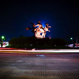 Ring of statue by Ryandika Harditya - Buildings & Architecture Statues & Monuments ( statue, night, light )