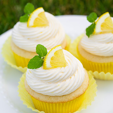 Zesty Lemon Cupcakes with Refreshing Lemon Buttercream Frosting